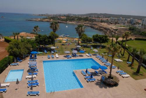 Вид на бассейн в Maistrali Hotel Apartments & Bungalows или окрестностях