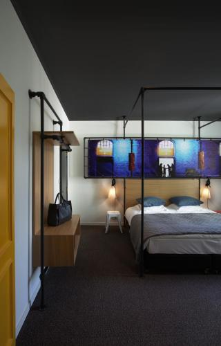 A bunk bed or bunk beds in a room at Zoom Hotel
