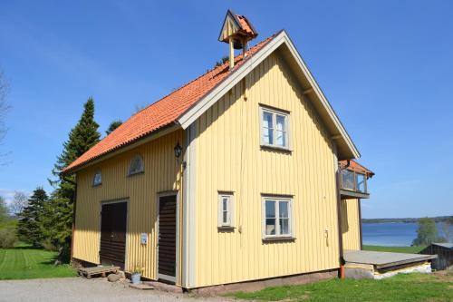 Hoone, kus puhkemaja asub