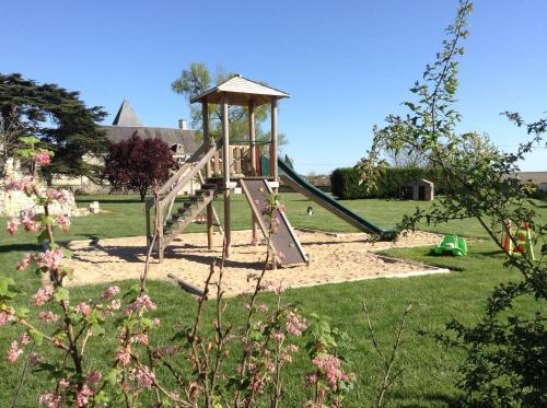 Aire de jeux pour enfants de l'établissement Loire Valley Retreat - Château de Chargé