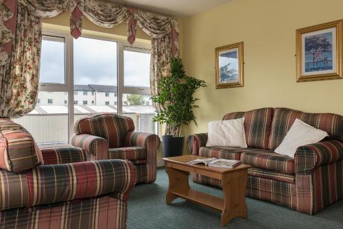A seating area at Killarney Self-Catering - Haven Suites