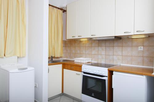 A kitchen or kitchenette at Saint Thomas Village