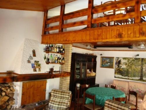 The lounge or bar area at Lovely Mountain House