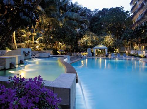 สระว่ายน้ำที่อยู่ใกล้ ๆ หรือใน Shangri-La Apartments