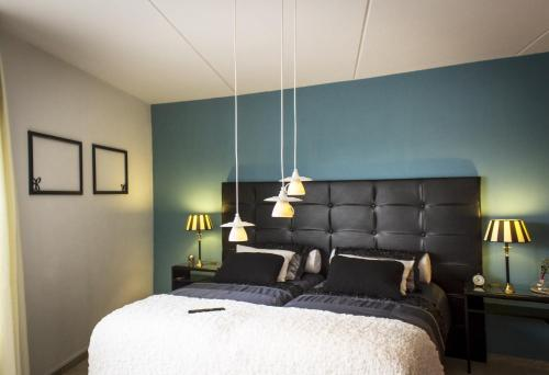 A bed or beds in a room at B&B PolderPoort