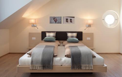 Uma cama ou camas num quarto em Residence Innichen - San Candido