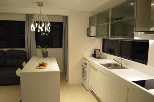 A kitchen or kitchenette at Goldenland Home Service