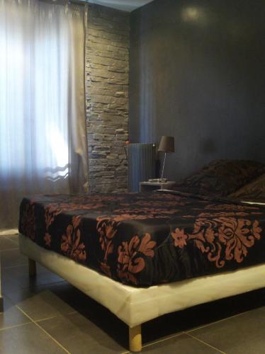 Ein Bett oder Betten in einem Zimmer der Unterkunft LPL Paris Hotel