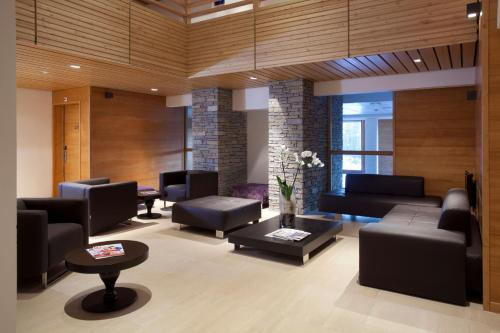 The lobby or reception area at Lagrange Vacances l'Alpenrose