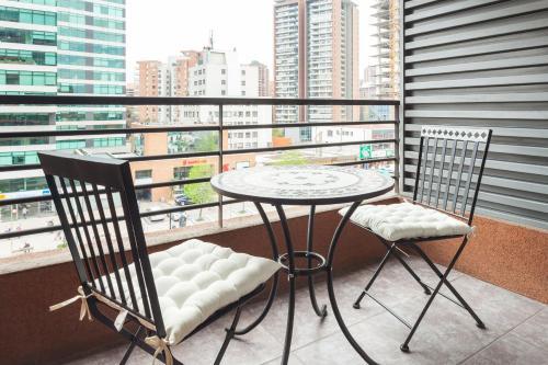 Un balcón o terraza de Livinnest Apartments en Manquehue