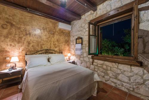 A bed or beds in a room at Villa Armos