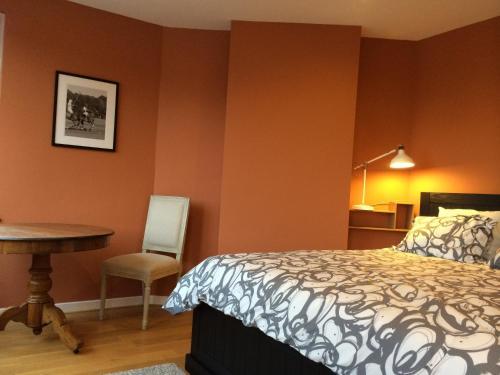Postel nebo postele na pokoji v ubytování Fenêtre sur Tilff