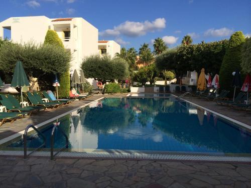 Het zwembad bij of vlak bij Nikolas Villas Appartments