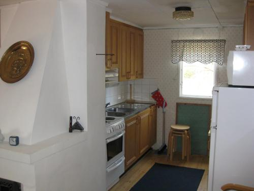 A kitchen or kitchenette at Janssons Stugor
