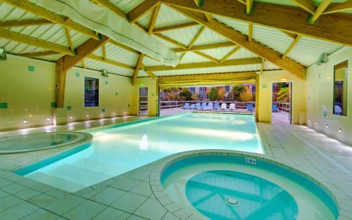 Der Swimmingpool an oder in der Nähe von Lagrange Vacances Les Hauts de la Houle