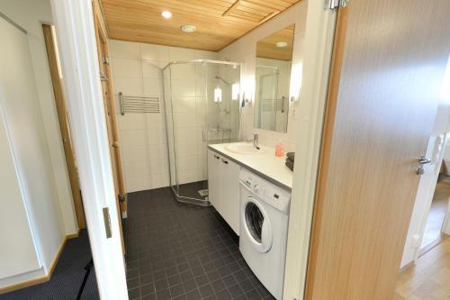 Kylpyhuone majoituspaikassa Forenom Serviced Apartments Tampere Pyynikki