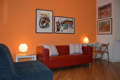A seating area at Artist Apartment