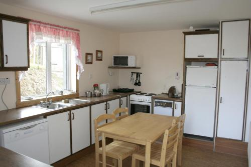 A kitchen or kitchenette at Fort Farmhouse Self-Catering