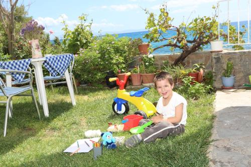 Children staying at Akrogiali Hotel