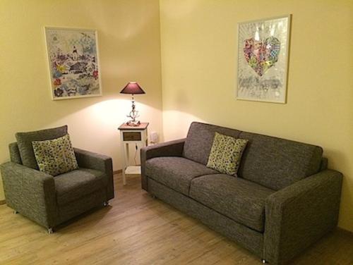 A seating area at Apartments Clara