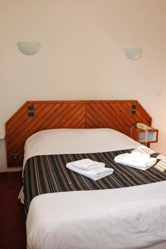 Un ou plusieurs lits dans un hébergement de l'établissement La Taverne des Deux Augustins