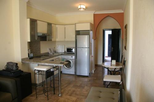 A kitchen or kitchenette at The Greens