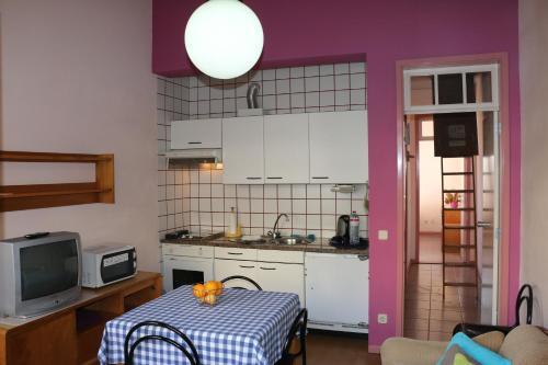A kitchen or kitchenette at Hospedaria Verdemar
