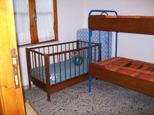 A bunk bed or bunk beds in a room at Casa Mandriola