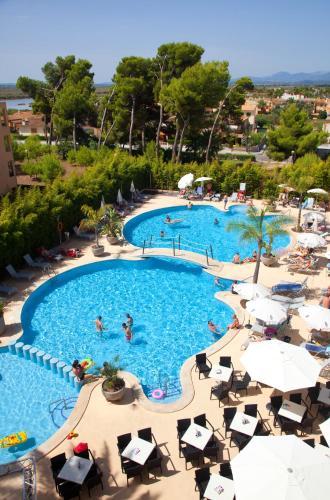 Uitzicht op het zwembad bij Js Alcudi-Mar of in de buurt