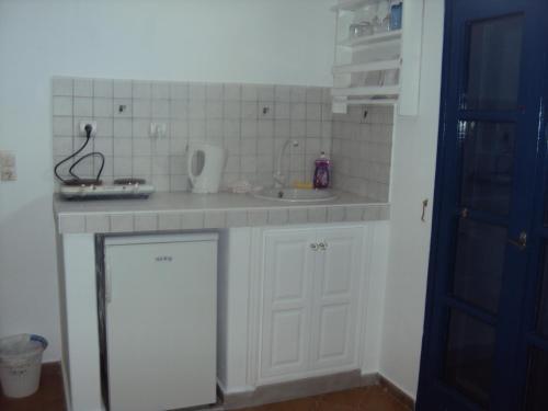 Ett kök eller pentry på Princess Santorini Villa