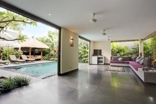 The swimming pool at or near Elok Villas