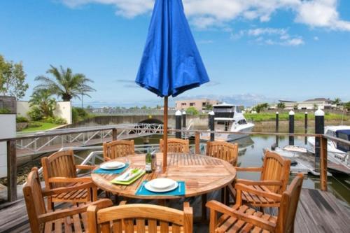 En restaurang eller annat matställe på The Boat House - Luxury Holiday House