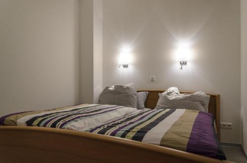 Een bed of bedden in een kamer bij Ferienwohnung Radebeul Gerlach