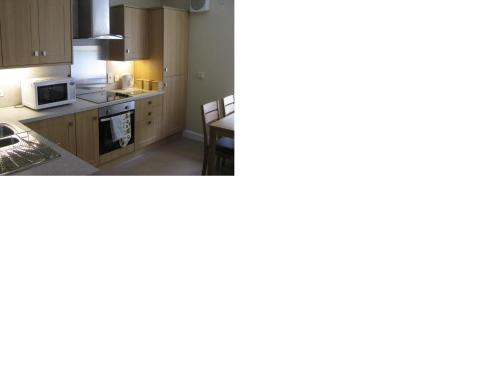 A kitchen or kitchenette at New Lanark Self Catering Waterhouses