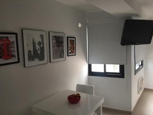 Una televisión o centro de entretenimiento en Estudio San Lorenzo