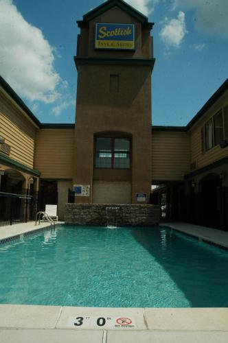 The swimming pool at or near Scottish Inn & Suites-Allentown