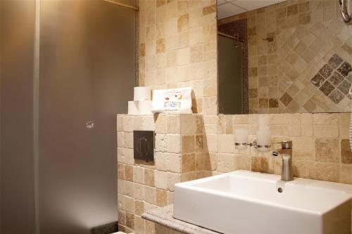 A bathroom at Villa Magna