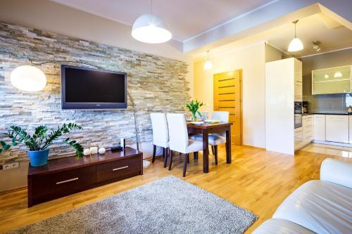 A television and/or entertainment centre at Zakopane Apartamenty LUX