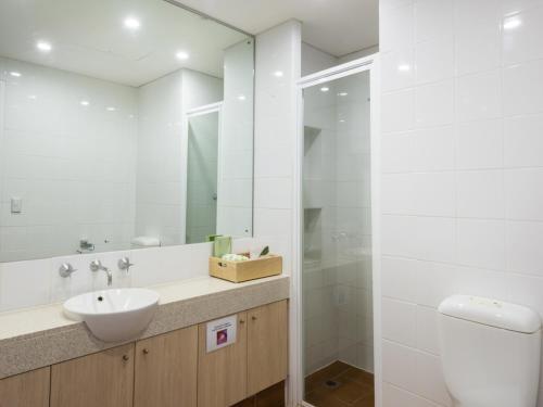 A bathroom at Emu Walk Apartments
