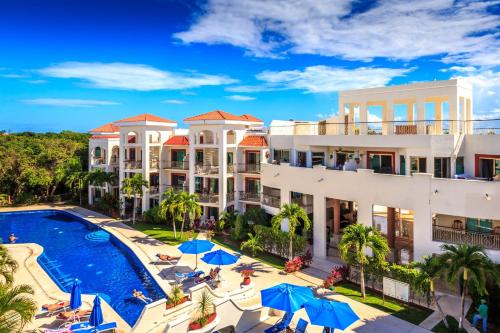 Vista de la piscina de Paseo del Sol Condohotel by Bric o alrededores