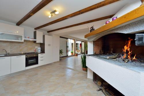 A kitchen or kitchenette at Apartments Cvita