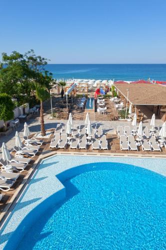 Бассейн в Xperia Saray Beach Hotel или поблизости