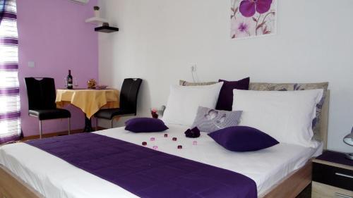 Postel nebo postele na pokoji v ubytování Sara Apartments