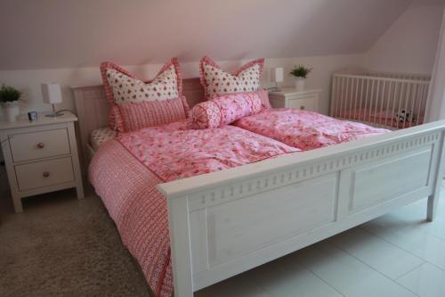Ein Bett oder Betten in einem Zimmer der Unterkunft Bisschen Schicker...