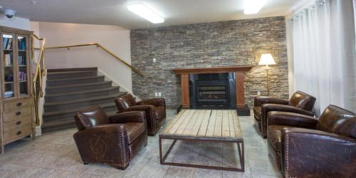 A seating area at Capital Suites Iqaluit