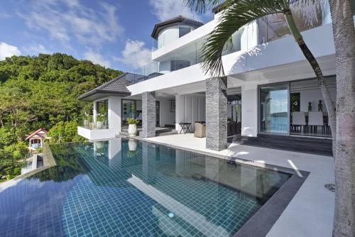 The swimming pool at or close to Luxury Villa in Cape Panwa