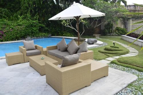 The swimming pool at or close to Sienna Villas