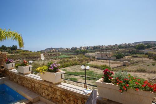 Een balkon of terras bij Carini Farmhouses