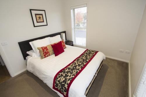 A bed or beds in a room at Stay Bathurst