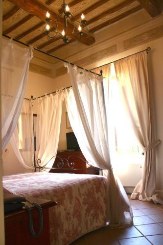 Letto o letti in una camera di Residenza Porta Guelfa